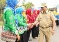 KAMPUNG KB : Gubernur Kaltara, Dr H Irianto Lambrie saat melakukan pencanangan Kampung KB Emas di Desa Balansiku, Nunukan, belum lama ini. Poto: Humas Provinsi Kaltara