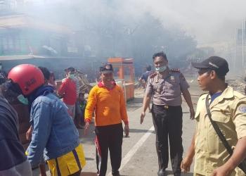 Kapolres Tarakan Terjun Langsung Ke Lokasi Kebakaran Pasar Batu Sebengkok (20/1). Poto : slamet / fokusborneo.com