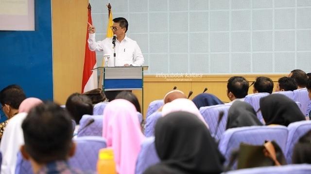 KULIAH UMUM : Gubernur Kaltara, Dr H Irianto Lambrie saat memberikan kuliah umum pada Dies Natalis ke-59 FISIP Unhas, Makassar, Rabu (12/2). Foto : Humas Provinsi Kaltara