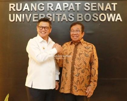 KESEPAHAMAN : Gubernur Kaltara, Dr H Irianto Lambrie berfoto bersama pendiri Bosowa Corp Aksa Mahmud, Rabu (12/2). Foto : Humas Provinsi Kaltara