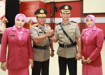 PISAH SAMBUT : Wakapolda Kaltara yang baru Kombes Pol. Erwin Zadma bersama pejabat sebelumnya Brigjen Pol Zainal Arifin Paliwang, Senin (24/2). Poto: Humas Provinsi Kaltara