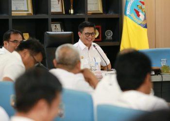 RAPAT STAF : Gubernur Kaltara, Dr H Irianto Lambrie saat memimpin rapat staf, Rabu (26/2). Poto : Humas Provinsi Kaltara