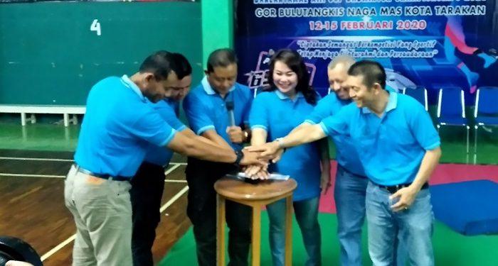Tekan Tombol Sirine Tanda Dimulainya Danlantamal XIII Cup Badminton Championship 2020. Poto: Fokusborneo.com