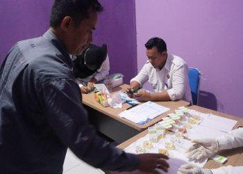 Calon Anggota PPK Jalani Tes Urine. Poto: Fokusborneo.com