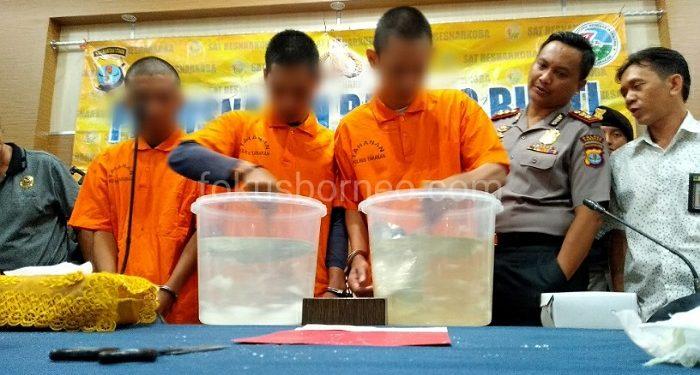 3 Tersangka Mengaduk Narkoba 2 Kg di Dalam Air. Poto: fokusborneo,com