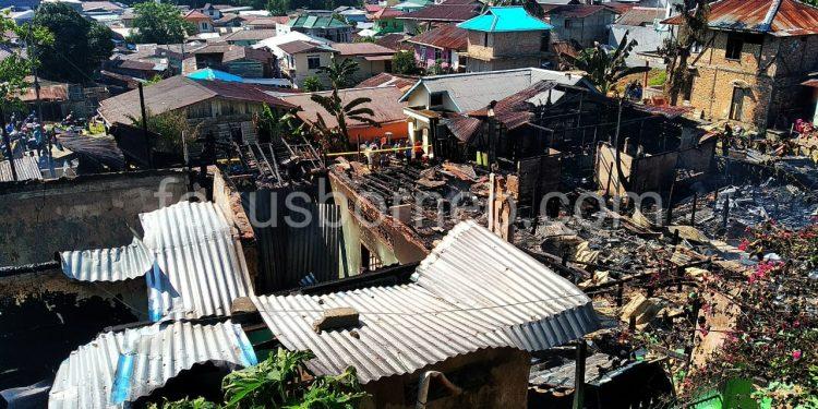 Tampak Puing-Puing Bekas Kebakaran di Jembatan Besi Tarakan. Poto: fokusborneo.com