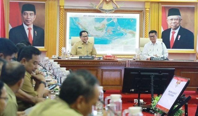 PEMEKARAN : Gubernur Kaltara, Dr H Irianto Lambrie mendampingi Mendagri Tito Karnavian pada audiensi membahas pemekaran DOB Kota Tanjung Selor, Senin (3/2). Foto : Humas Provinsi Kaltara