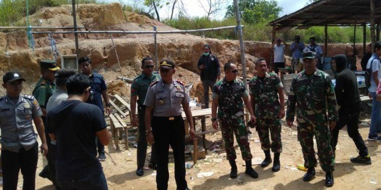 Aparat Gabungan Bongkar Arena Sabung Ayam di Tarakan. Poto: Istimewa