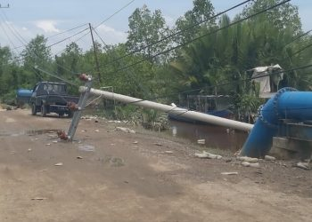 Tiang Listrik di Jalan Binalatung Roboh (14/2). Poto: Istimewa