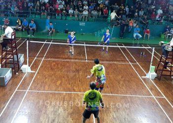 Keterangan foto Pertandingan Final Ganda putra Veteran Bulkani/Jusuf vs Erik/Headri. Poto: fokusborneo.com
