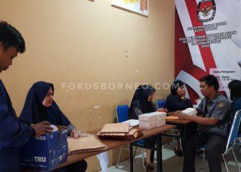 Panitia penerimaan berkas pendaftaran calon PPS di KPU Tarakan Poto: fokusborneo.com
