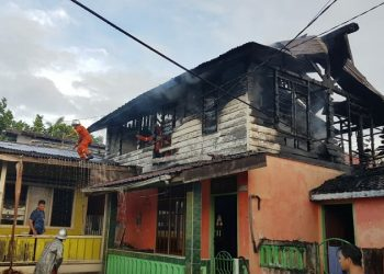 Si Jago Merah Hanguskan Rumah Kontrakan Lantai 2, Selumit (5/2). Poto: fokusborneo.com