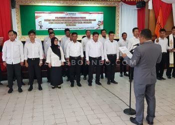 Ketua Bawaslu melantik 20 Panwaslu Kelurahan se-Kota  Tarakan. Foto : Fokusborneo.com