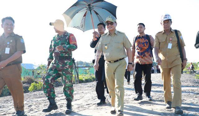PENGUATAN DESA : Gubernur Kaltara, Dr H Irianto Lambrie saat melakukan kunjungan ke salah satu desa di Kaltara, belum lama ini. Foto :Humas Provinsi Kaltara