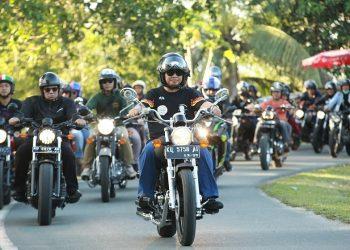 DISIPLIN BERKENDARA - Gubernur Kaltara bersama Kapolda, dan ratusan pemotor melakukan konvoi keliling Kota Tanjung Selor. Foto: Humas Provinsi Kaltara