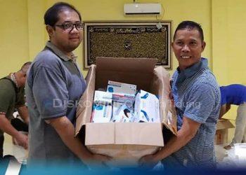 Bupati KTT Undunsyah Serahkan Bantuan, Masker, Vitamin dan APD kepada TIM Medis, Poto: Diskominfo KTT