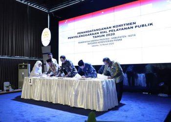Walikota Tarakan Tandatangi Komitmen Bangun Mall Pelayanan Publik. Poto: Humas Menpan RB RI