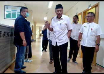 Dirut RSUD Tarakan dr. Hasbi Bersama Wagub Kaltara Usai Melihat Ruang Isolasi Untuk Pasien Covid-19 beberapa Waktu lalu. poto: Fokusborneo.com