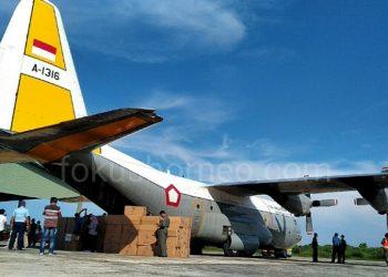 Hercules C-130 Tiba di Lanud Anang Busra Tarakan, Bawa APD dan Masker. poto: fokusborneo.com