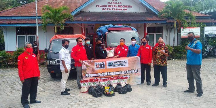 Aztrada 88 Sebatik Nunukan Serahkan Bantuan kemanusiaan, Bantuan Diserahkan Langsung ketua IJTI Kaltara Usman Coddang Kepada Ketua PMI Tarakan Muhammad Yunus Abbas