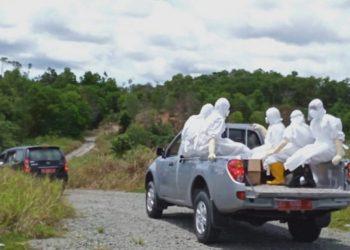 Proses pemakaman PDP di pemakaman khusus Covid-19 di Juata Laut, Minggu (3/5). Foto  : Istimewa