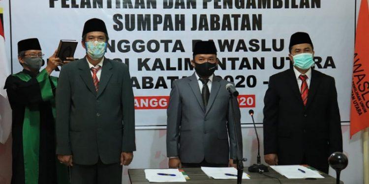 Ketua Bawaslu RI Abhan lantik tiga Pimpinan Bawaslu Kaltara periode 2020-2025 secara virtual, Selasa (5/5). Foto ; Istimewa