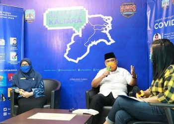 Plh Kadisdikbud Kaltara, Firmanannur bersama Yuli Handayani, Guru BK SMAN 1 Tanjung Selor menjadi narasumber Respons Kaltara terkait kebijakan SFH, Rabu (6/5). Foto : Humas Provinsi Kaltara