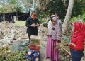 Ketua DPRD Provinsi Kaltara Norhayati Andris beri bantuan korban kebakaran di Juata Laut, Sabtu (30/5). Foto : Fokusborneo.com