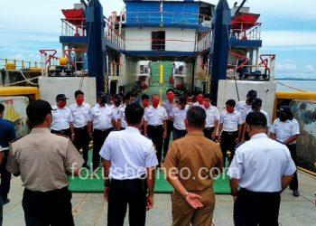 Walikota Melepas Masa Karantina 16 ABK KMP Julung-Julung, Poto: fokusborneo.com