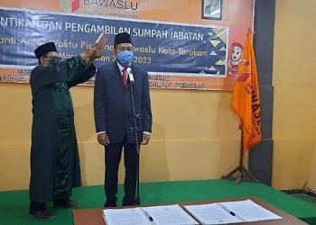 Jupri Dilantik dan Diambil Sumpah Menjadi Anggota Bawaslu Kota Tarakan. Foto: Istimewa
