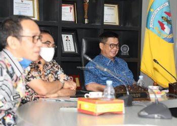 Gubernur Kaltara, Dr H Irianto Lambrie saat mengikuti pertemuan virtual yang dipimpin Mendagri Tito Karnavian terkait persiapan pelaksanaan Pilkada Serentak 2020. Foto : Humas Provinsi Kaltara