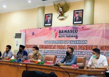 Rakor Pengawas Bawaslu Kota Tarakan tentang protokol kesehatan ditengah pandemi Covid-19 dalam pengawasan pelaksanaan Pilgub Kaltara 2020, Sabtu (20/6). Foto  : Istimewa