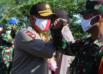 Kapolda Kaltara bersama Danrem 092/Maharajalila  melakukan kunjungan ke Koramil 0911-05 Lumbis Kabupaten Nunukan, Minggu (21/6). Foto : Humas Polda Kaltara