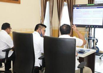 Gubernur Kaltara, Dr H Irianto Lambrie saat mengikuti Rakor Pencegahan dan Pemberantasan Korupsi yang diinisiasi KPK RI, Rabu (24/6). Foto : Humas Provinsi Kaltara