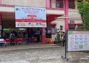 Suasanan Hari Pertama PPDB di SMP Negeri 7 Tarakan. foto: fokusborneo.com