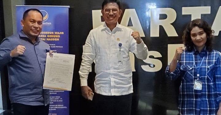 Bakal Calon Bupati dan Wakil Bupati Bulungan H. Najamudin-Ari Yusnita usai menerima surat rekomendasi dari DPP Partai Nasdem sebagai pasangan maju di Pilbup Bulungan 2020 di Kantor DPP Partai Nasdem di Jakarta, Jumat (3/7). Foto : Istimewa