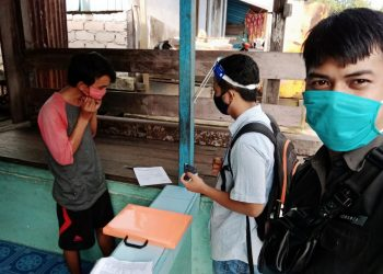 Tim Pengawas Bawaslu Kota Tarakan melakukan pengawasan verfak calon perseorangan Pilkada Kaltara yang dilakukan petugas PPS KPU Kota Tarakan. Foto : Istimewa