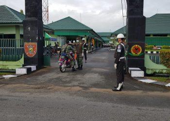 Subdenpom TNI AD melakukan pemeriksaan kendaraan dinas dan pribadi prajurit Kodim 0907 Tarakan, Selasa (7/7). Foto : Humas Kodim 0907 Tarakan