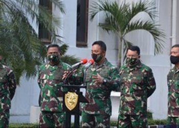 Kadispenad Brigjen. TNI. Nefra Firdaus saat melakukan jumpa press. Foto : Istimewa