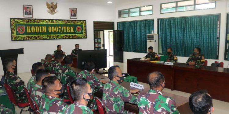 Tim Pengawas dan Pemeriksaan (Wasrik) dari Itdam VI/Mlw dipimpin oleh Letkol Cpl Dwi Purnomo, S.E., M.M beserta 4 orang anggota kunjungi Markas Komando Distrik Militer 0907/Trk. Foto: Pendim 0907/Tarakan