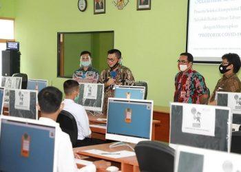 Gubernur Kaltara, Dr H Irianto Lambrie saat memberikan motivasi kepada peserta SKD IPDN Tahun 2020 di Tarakan, Kamis (23/7). Foto: Humas Provinsi Kaltara