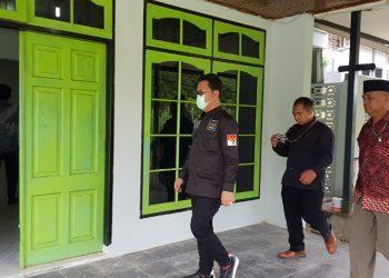 Wakil Ketua Komite II DPD RI Hasan Basri meninjau gedung yang akan digunakan untuk Kantor Perwakilan DPD RI di Kaltara, Rabu (29/7). Foto : Fokusborneo.com