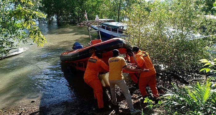 Team Rescue Menurunkan Sea Rider Boat Untuk Mencari Korban Hilang. Foto: Istimewa/Basarnas Tarakan