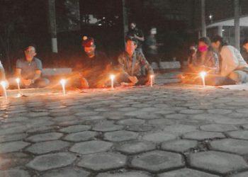 Puluhan Mahasiswa Gelar Doa Bersam di Halaman Kantor DPRD Tarakan. foto: Istimewa
