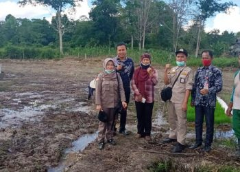Petugas Karantina Tarakan Bersama Petani KTT. fot: Istimewa/BKP Tarakan