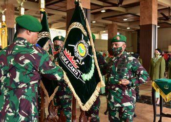 Jenderal TNI Andika Perkasa memimpin Serah Terima Jabatan (Sertijab) Pangdam VI/Mulawarman dan 7 pejabat Pati (Perwira Tinggi) lainnya, di Lantai Dasar Gedung E Markas Besar Angkatan Darat (Mabesad). Foto: Istimewa