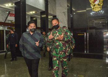 Menteri BUMN, Erick Thohir dan KSAD Jenderal Andika Perkasa, usai bertemu di Markas TNI AD, Provinsi DKI Jakarta, Jumat (7/8). Foto : Istimewa