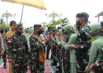 Panglima Kodam VI/Mulawarman Mayjen TNI Heri Wiranto, S.E, M.M, M.Thr (Han), tiba di VIP Room Bandara Juwata Tarakan. Foto: Pendim 0907/Trk