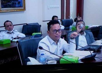Wakil Ketua Komite II DPD RI Hasan Basri rapat tim kerja RUU Cipta Kerja di ruang rapat Ketua DPD RI lantai 8 Gedung Nusantara 3 Senayan, Jakarta, Kamis (6/8). Foto : Istimewa