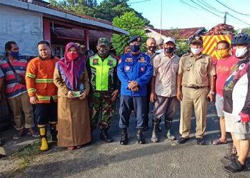 Walikota Tarakan Khairul (pakai helm gowes) Tinjau Lokasi Kebakaran. Foto: fokusborneo.com